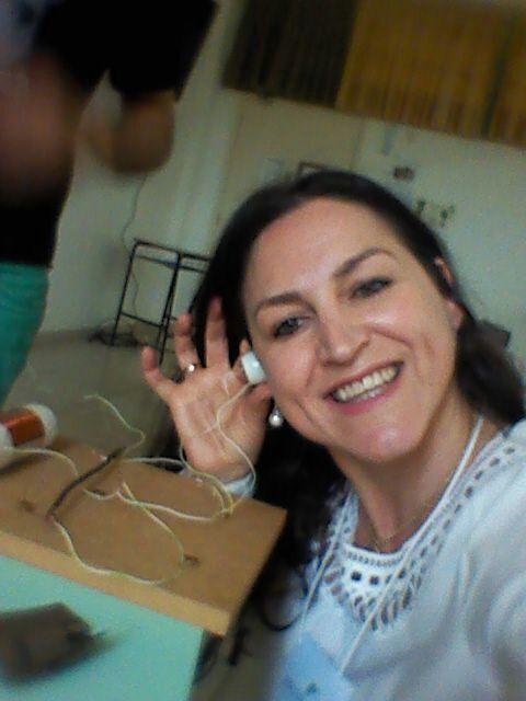 A professora Márcia de Lourenço, chefe do Departamento de Extensão do campus Pato Branco da UTFPR participou do minicurso e garantiu o seu rádio.